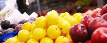 imagem de algumas frutas para ilustrar como economizar no mercado